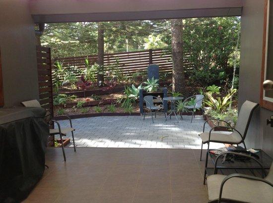 Broad Leaf Villas: Back sitting area