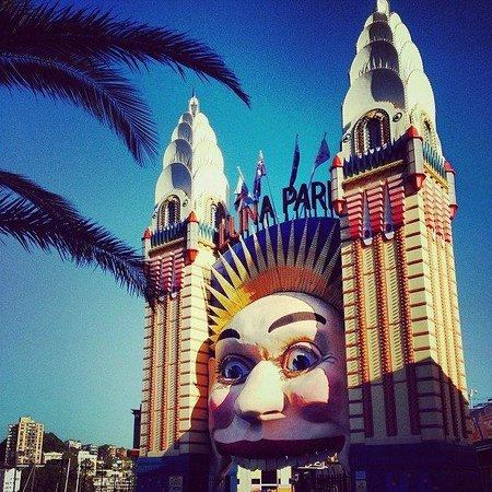 Luna Park Sydney: iconic entrance of Luna Park