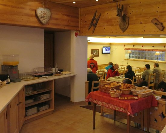 Alte Neve Chalet Hotel: Breakfast Room