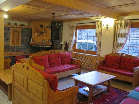 Chalet Hôtel Alté Névé : Snug Lounge Area