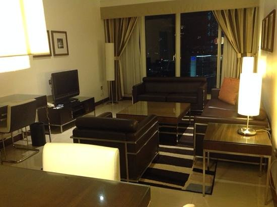 Four Points by Sheraton Sheikh Zayed Road, Dubai: living room of suite