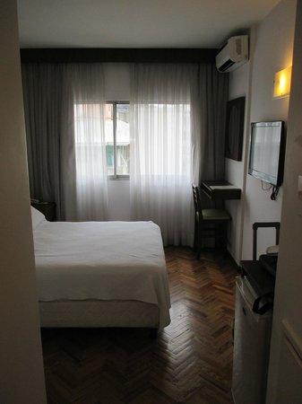 Hotel América: nice sized room