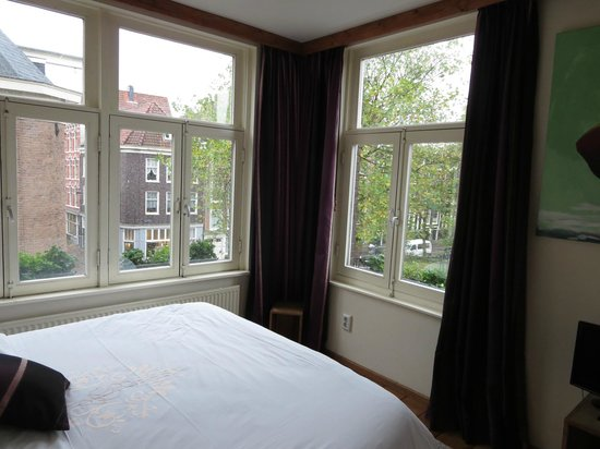 Eelhouse B&B: Comfy bed and gorgeous views!