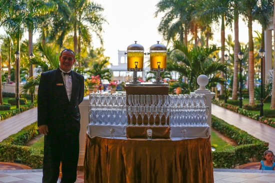Hotel Riu Palace Pacifico: Tonight's special drink was a Peach ??...it was good!