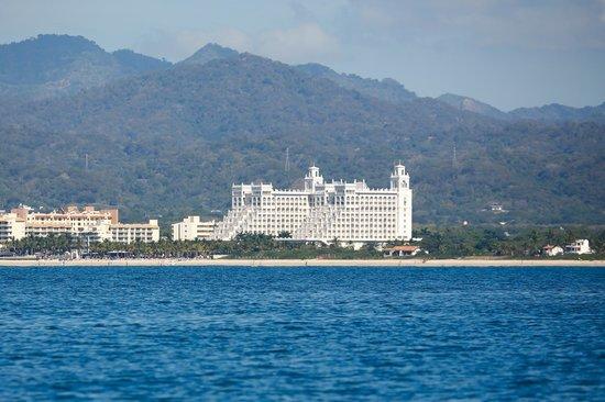Hotel Riu Palace Pacifico: RIU taken from Banderas Bay