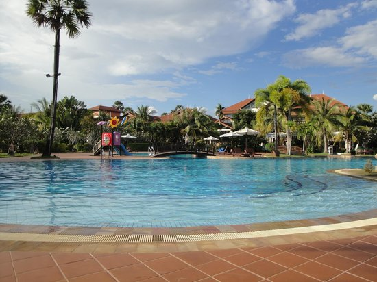 Angkor Palace Resort & Spa: the pool