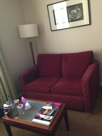 Crowne Plaza Hotel Birmingham NEC : Nice to have a comfy sofa rather than the usual seating in hotels