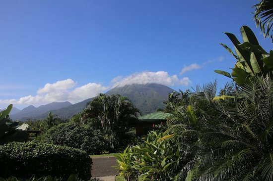 Arenal Manoa Hotel: View of Arenal from my sitting patio