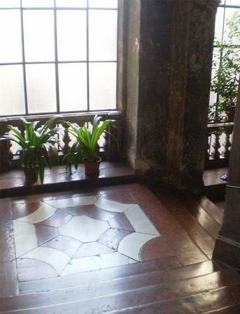 Orientale : Дивная лестница на 2 этаж