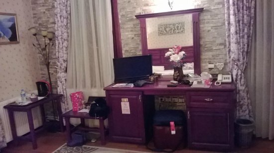 Angel's Home Hotel : TV and dressing table.