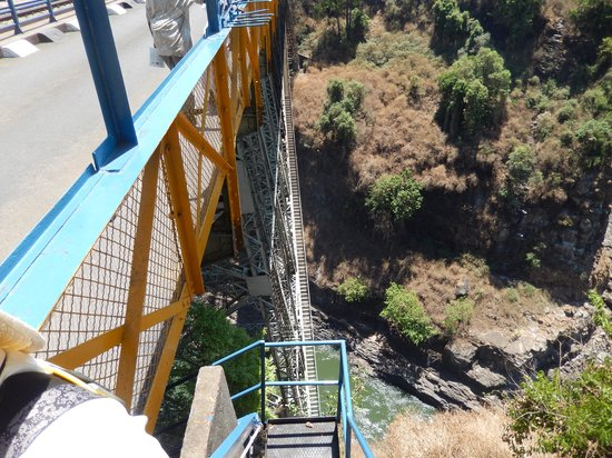 Victoria Falls Bridge Company : The catwalk  is way down there.What a great