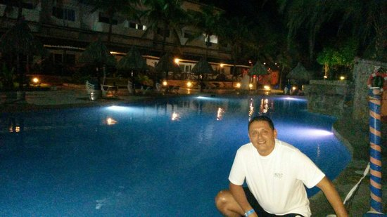 SUNSOL Isla Caribe: Piscina area real