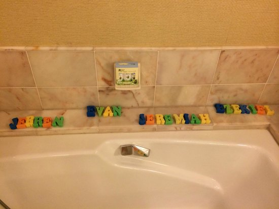 Four Seasons Resort Maui at Wailea: Bath tub with my children's names spelled out