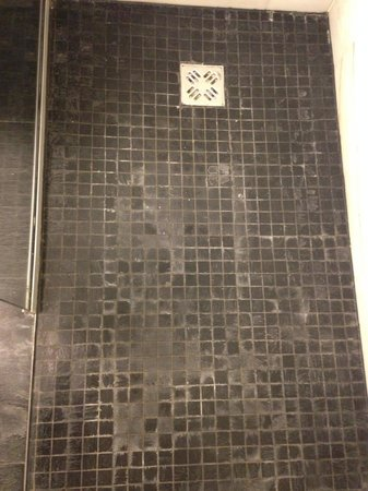 Austria Trend Hotel Congress Innsbruck: shower floor