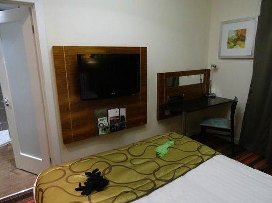 Holiday Inn Newcastle - Jesmond: First room's tv