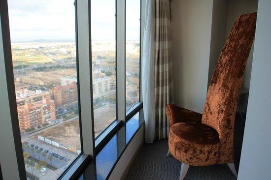 Hotel Meliá Valencia: Sillón,leer, vistas,....