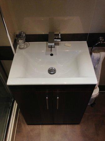 Marylebone Inn Hotel: Sink