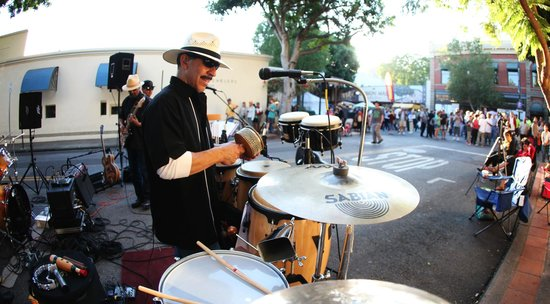 La Cuesta Inn: Farmers Market Street Band