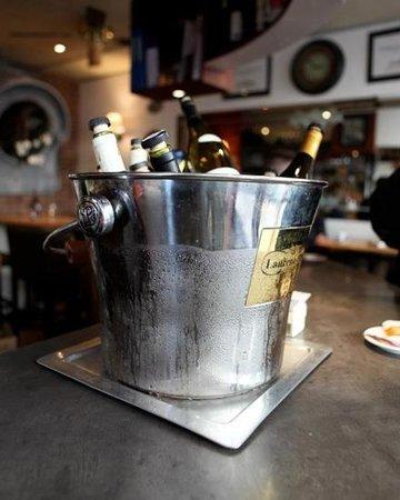 CAFE LES TROIS ECRITOIRES: boire un canon c est sauver un vigneron