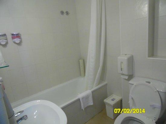 Hotel Promar: Quarto de banho