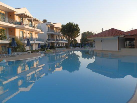Pefki Islands Resort: The pool