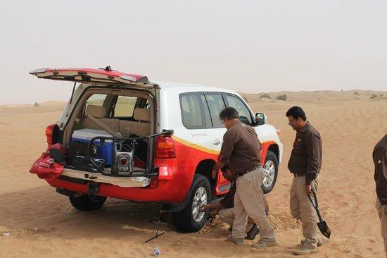 Arabian Adventures: Desert Safari - Fixing a flat tire (quick and painless)