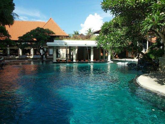Puri Santrian: Pool