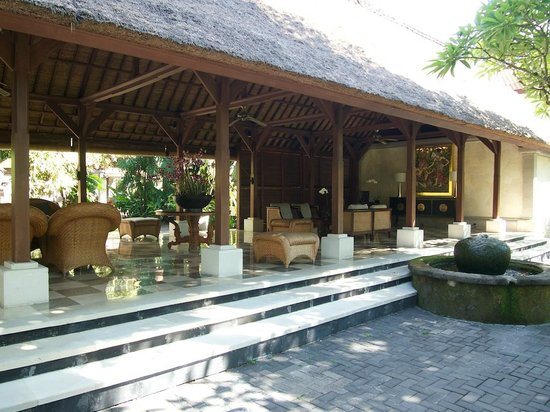 Puri Santrian: Reception area