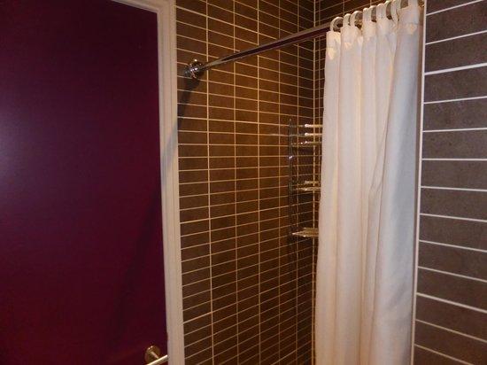 Safestay London Hostel at Elephant & Castle: Shower