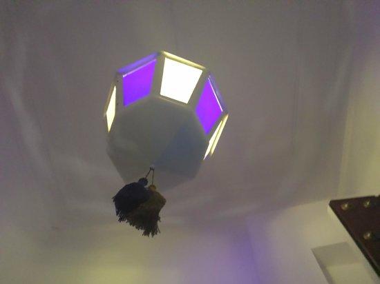 Espacio Azahar: lampara de la entrada