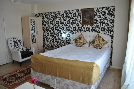 Falcon Apart Hotel: Room 203