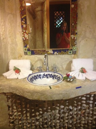 Natura Cabana Boutique Hotel & Spa: all natural stone