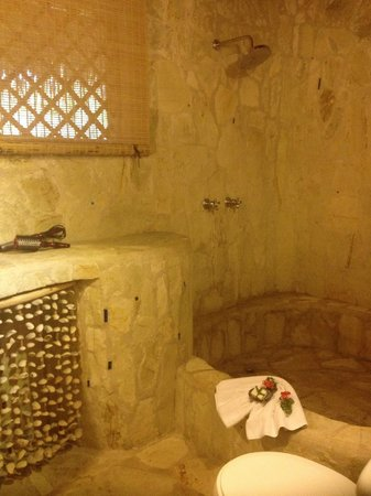 Natura Cabana Boutique Hotel & Spa: shower