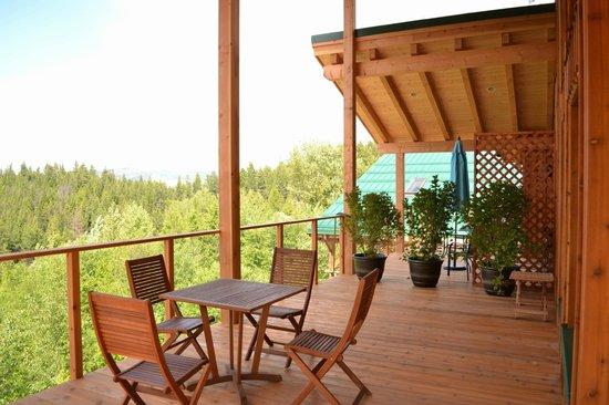 Myra Canyon Ranch : Room Raven, decks