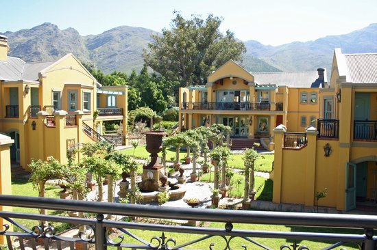 Franschhoek Country House & Villas: View over the Courtyard