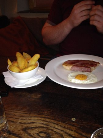The Hardwick: Ham, egg and chips