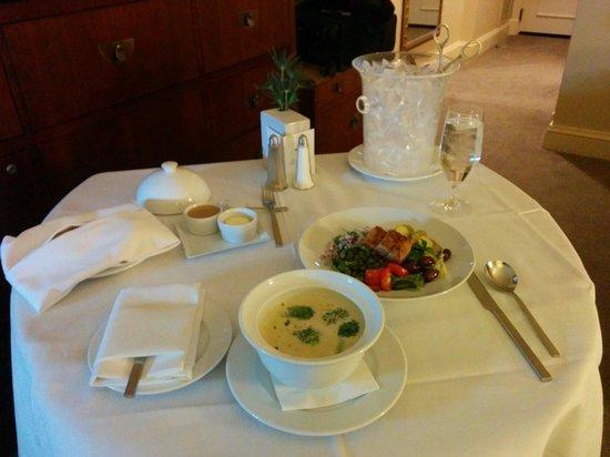 Mandarin Oriental, Washington DC: Wonderful chicken soup and nicoise salad.