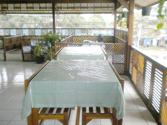 Cimahi, Ινδονησία: Lesehan dan kursi makan