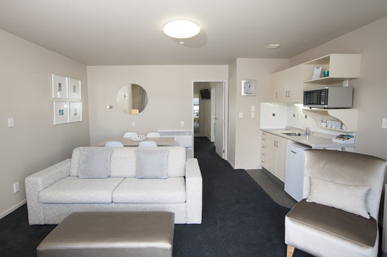 Radfords on the Lake : Upper Level One Bedroom Executive - Living Area