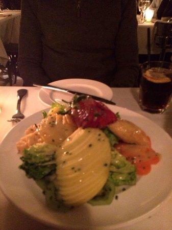 Grand Cafe De La Poste : Una ensalada exquisita y con muy buena presencia.