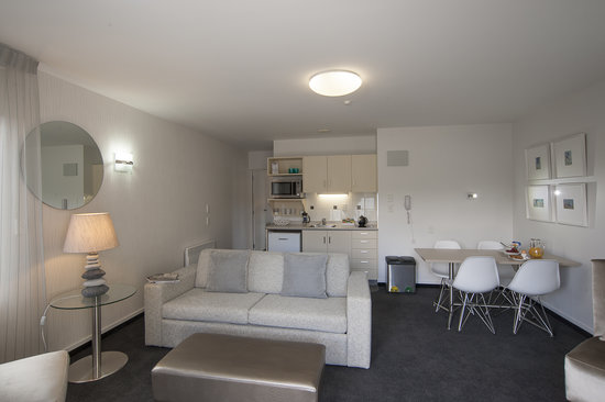 Radfords on the Lake : Ground Floor Large Executive One Bedroom - Living Area