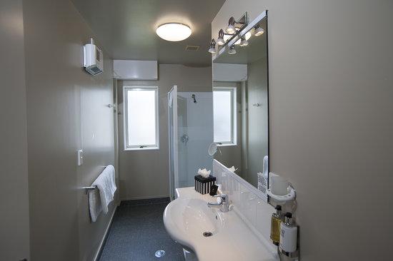 Radfords on the Lake : Upper Level Two Bedroom - Bathroom