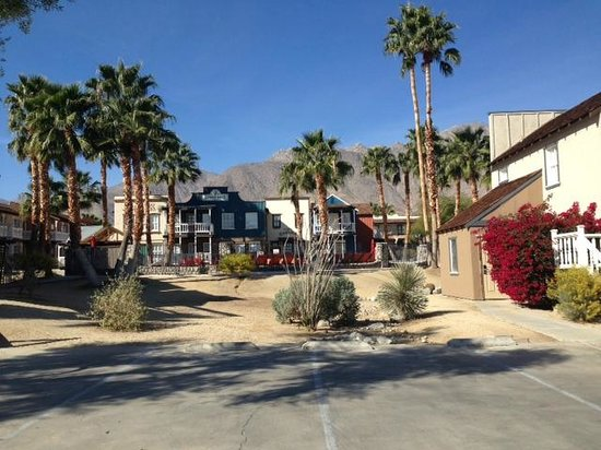 Palm Canyon Hotel & RV Resort : View of one of the hotel buildings and grounds