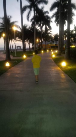 Grand Lucayan, Bahamas: The grounds at night