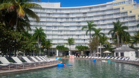 Grand Lucayan, Bahamas: View of hotel from serpent pool