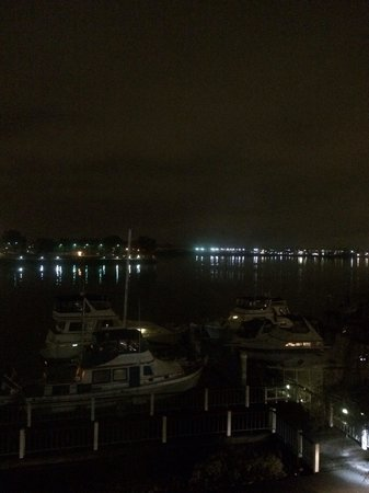 Homewood Suites by Hilton Oakland-Waterfront: Night view from the room