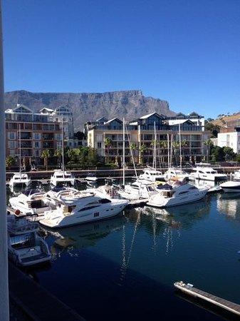 Cape Grace: Table Mountain and marina