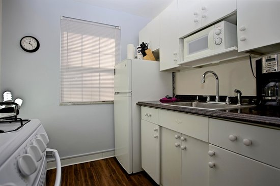 Shadyside Inn All Suites Hotel: One Bedroom Suite Full-Service Kitchen