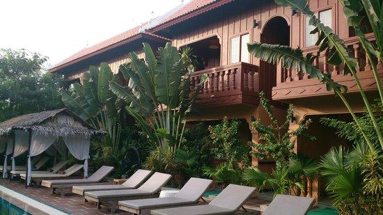 Delux Villa : Balcony overlooking the Pool area