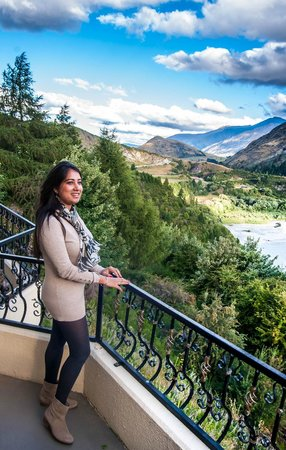 Nugget Point Queenstown Hotel: Enjoying the view :)